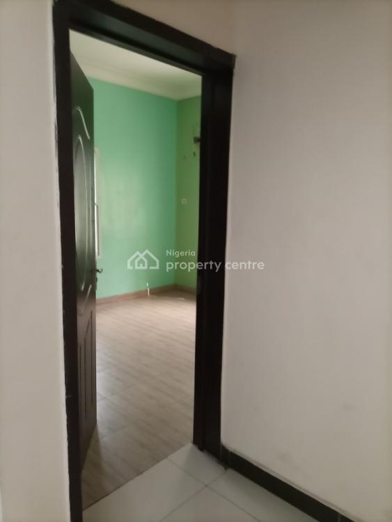 Spacious 2 Bedrooms Flat, Mobil Road, Ilaje, Ajah, Lagos, Flat for Rent