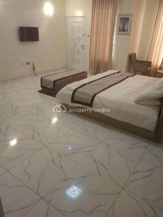 Spacious 5 Bedroom, Off Admiralty Road, Lekki Phase 1, Lekki, Lagos, House Short Let