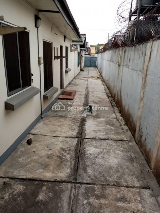 Clean and Spacious 4 Bedroom Detached  Bungalow, Surulere, Lagos, Detached Bungalow for Rent