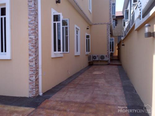 For Sale 5 Bedroom Duplex With Jacuzzi Cctv Intercom