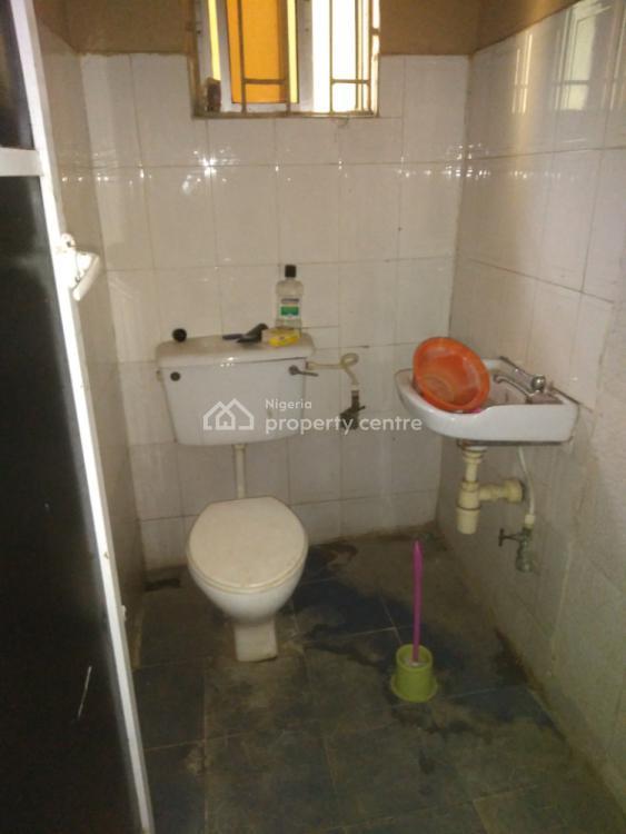 2 Bedroom Flat, Ebute Metta East, Yaba, Lagos, Flat for Rent