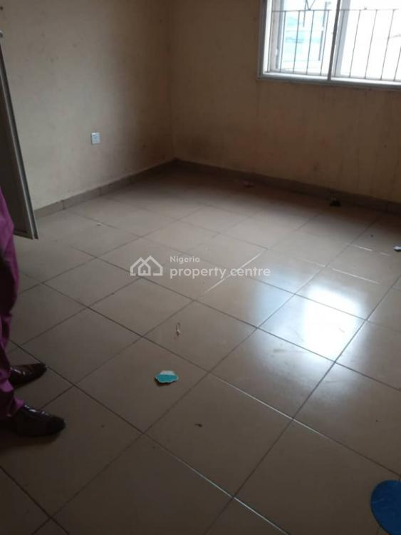 a Standard 2 Beroom All Rooms Ensuite, Shomolu, Lagos, Flat for Rent