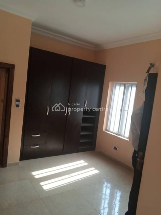 3 Bedroom Flat on The  Ground Floor with 4 Toilets, Lekki Right, Lekki Phase 1, Lekki, Lagos, Flat for Rent
