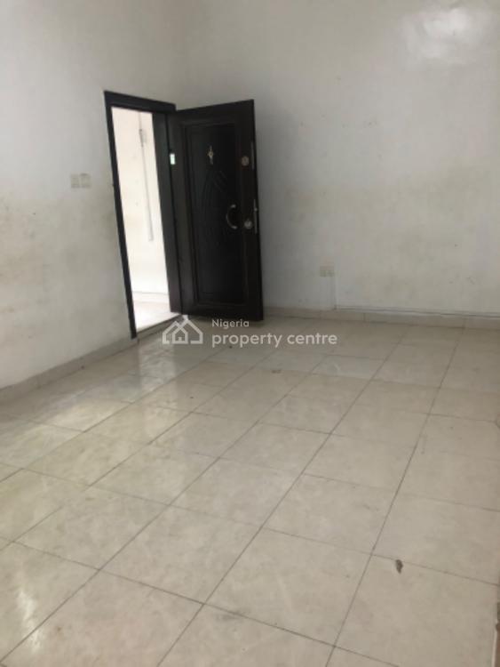 Nicely Built 2 Bedroom Penthouse Apartment in a Gated Estate, Lekki Phase 1, Lekki, Lagos, Flat for Rent