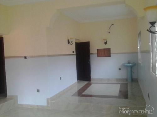For Rent Nice Newly Built 4 Bedroom Duplex Pop Ceiling All Tiles Floor Each Cement Bus Stop