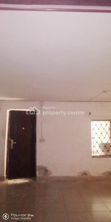 Spacious 2 Bedroom, Community Road, Akoka, Yaba, Lagos, Flat for Rent