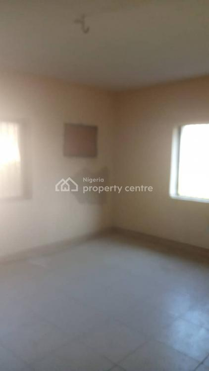 Spacious Master Bedroom Shared Apartment in a 3 Bedroom Flat, Igbo Efon, Lekki, Lagos, Self Contained (single Rooms) for Rent
