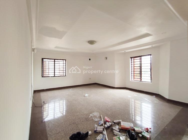 a Well Maintained 3 Bedroom Apartment Upstairs with Bq, Off Admiralty Way, Lekki Phase 1, Lekki, Lagos, Flat for Rent