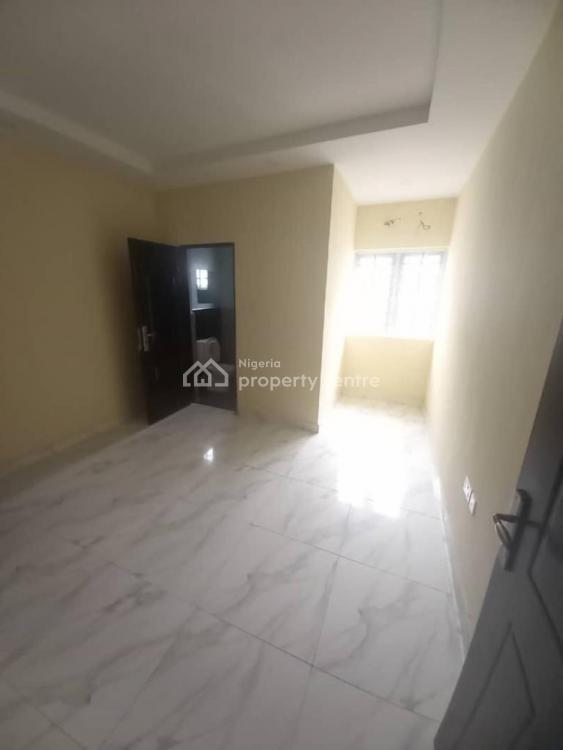 Spacious 3 Bedroom Flat with Fitted Kitchen, Opposite 3rd Mainland Bridge, Yaba, Lagos, Flat for Rent