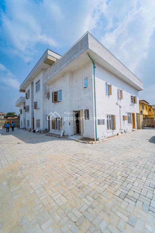 Upscale 2 Bedroom Apartment, Lekki Phase 1, Lekki, Lagos, Flat / Apartment for Sale