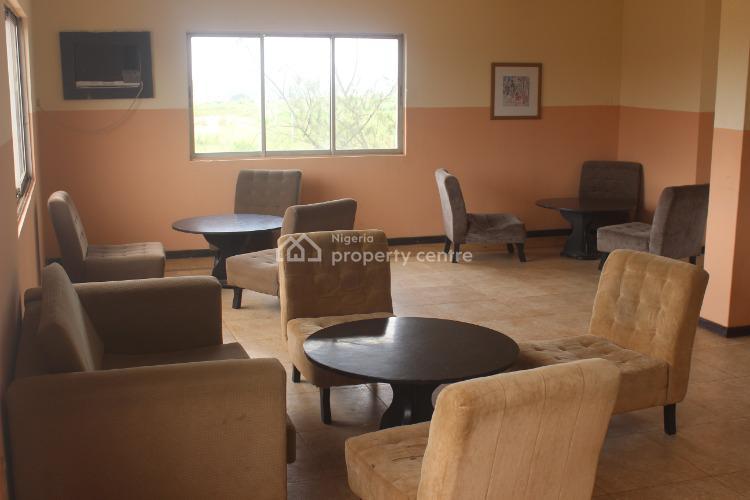 3 Bedroom Flat, 1 Ganiyu Amusa-eke Avenue, Benin, Oredo, Edo, Flat / Apartment Short Let