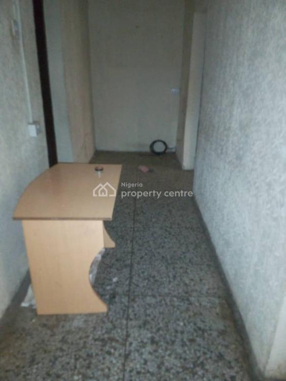 3 Bedrooms Ground Flat with 2 Toilet and 2 Bathroom, Glory Estate, Ifako, Gbagada, Lagos, Flat for Rent