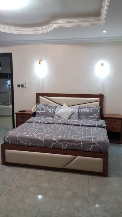 Tastefully Furnished Three Bedroom Apartment, Admiralty, Lekki Phase 1, Lekki, Lagos, Flat Short Let