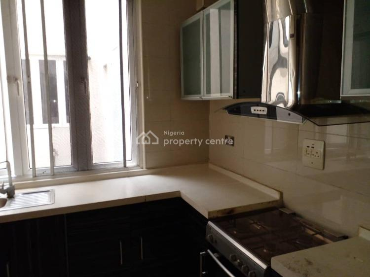 2 Bedroom Flat in Estate.service, Yaba, Lagos, Flat for Rent