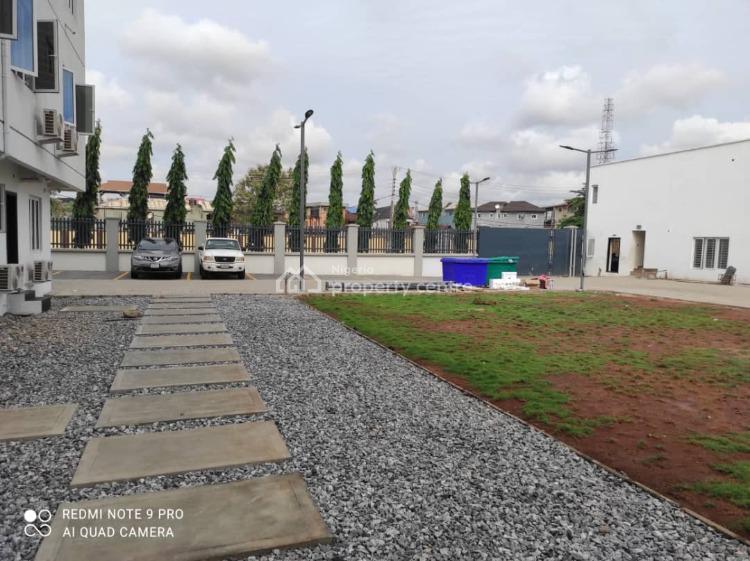 3 Bedroomflat Apartment in Estate, Ebute Metta West, Yaba, Lagos, House for Rent