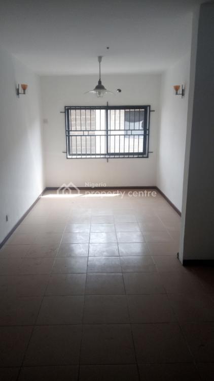 Very Spacious 3 Bedroom Upstairs Apartment, Conversation Road, Lekki, Lagos, Flat for Rent