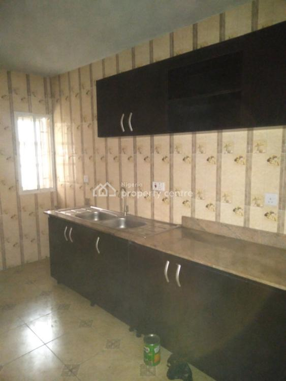3 Bedroom Flat Apartment  in Estate, Yaba, Lagos, Flat for Rent