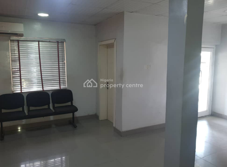 Superbly Located Commercial Property Directly Facing a Busy Road, Victoria Island (vi), Lagos, Commercial Property for Sale