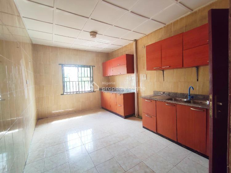 Well Maintained 4 Bedroom Apartment Upstairs, Lekki Phase 1, Lekki, Lagos, Flat / Apartment for Rent