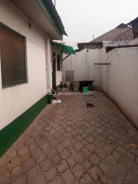 3 Bedrooms Flat, Aboru Estate, Ipaja, Lagos, Detached Bungalow for Sale