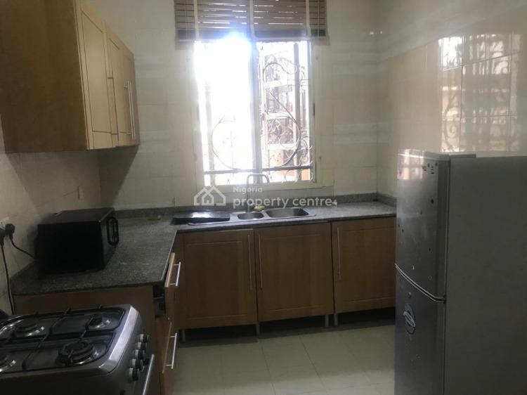 Clean and Spacious 2 Bedroom with a Room Bq, Lekki Phase 1, Lekki, Lagos, Flat for Rent