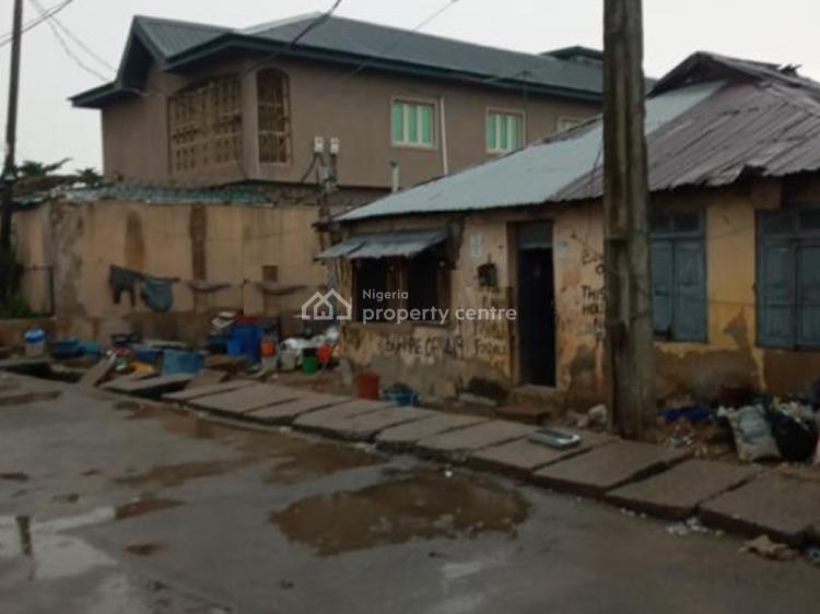 a Demolishable Bungalow Sitting on 500sqm, Abule Oja, Yaba, Lagos, Detached Bungalow for Sale