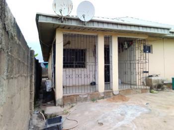 3 Bedroom Bungalow, Near Taska Filling Odeku Estate Idiroko Road, Academy Off Taska Akala, Ibadan, Oyo, Detached Bungalow for Sale