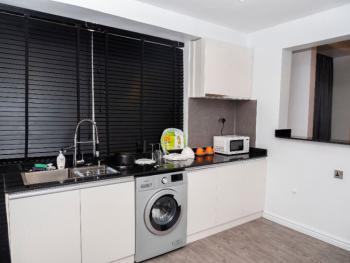 Cozy 3 Bedroom Apartment, Admiralty Way, Lekki Phase 1, Lekki, Lagos, Flat / Apartment Short Let