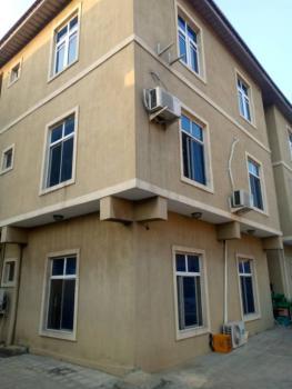 Nice and En-suite 3 Bedrooms Flat, Oyadiran Estate, Sabo, Yaba, Lagos, Flat / Apartment for Rent