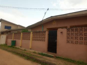5 Bedrooms Bungalow with 4 Toilets and 2 Rooms Self Contained Bq, Olapade Agoro Street, Oluyole, Oyo, Detached Bungalow for Sale