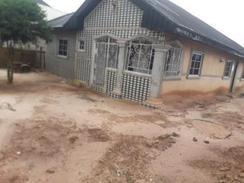 3 Bedrooms Flat, Omosigho Street, Ekiadolo., Ovia North-east, Edo, House for Rent