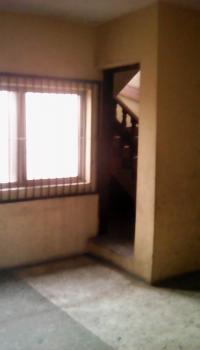 Nice 4 Bedroom, Along Alaafin Avenue, Oluyole Estate, Ibadan, Oyo, Office for Rent