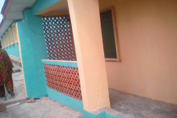 14 Rooms & 4 Bedroom Guest House/lodging, Oke-ijebu Area, Akure, Ondo, Hotel / Guest House for Sale