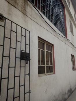 Decent 2bed, Fola Agoro, Yaba, Lagos, House for Rent