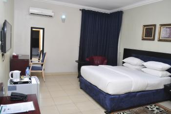 3 Bedroom Flat - Egl, Admiralty Way, Lekki Phase 1, Lekki, Lagos, Flat Short Let