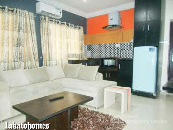 an Exquisite Tastefully Built 2 Bedroom Flat with Topnotch Facilities, Magodo Phase 2 [ Close to The New Novare Shoprite ], Gra, Magodo, Lagos, Flat Short Let