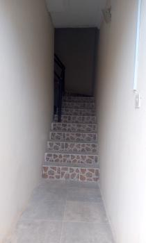 2bedroom (2 People in The Compound) Upstairs, Idado, Lekki, Lagos, Flat for Rent