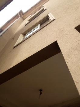 Clean Three Bedroom, Adekunle, Yaba, Lagos, Flat for Rent