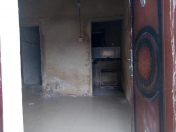 Decent Self Con in a Gated House, Yaba, Lagos, Self Contained (studio) Flat for Rent