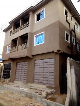 a Lovely Clean Big 2br Flat @ Adekunle By Third Mainland Yaba Lagos., By Third Mainland, Adekunle, Yaba, Lagos, Flat for Rent