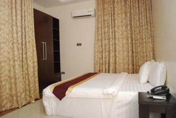 Grand Bee Apartment and Residence, 8a/b Adeyemo Alakija Street, Adjacent Dstv Office G, Ikeja Gra, Ikeja, Lagos, Self Contained (single Rooms) Short Let