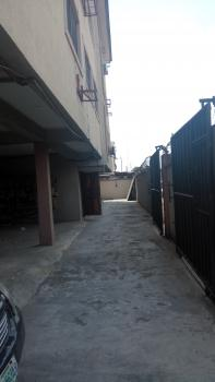 Standard 3 Bedroom Flat, Off Queens Street, Alagomeji, Yaba, Lagos, Flat for Rent