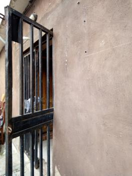 Lovely 3 Man Compound, 3 Bedrooms, Yaba, Lagos, Flat for Rent