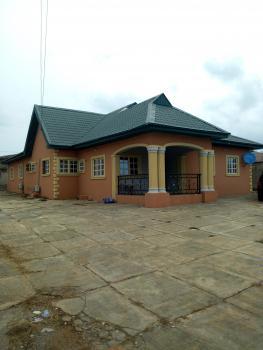 Luxury 4 Bedroom Bungalow, 7, Fehintola Street, Ireakari Estate, Oluyole Extension, Ibadan, Oyo, Detached Bungalow for Sale