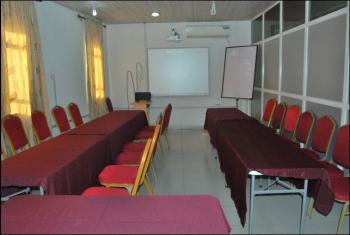 Conducive Training Rooms Fully Equipped, 18b, Bayo Ajayi Street, Off Hakeem Balogun Street, Agidingbi, Ikeja, Lagos, Conference / Meeting / Training Room for Rent