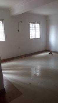 3 Bedroom 3 Toilet, Off Babatunde Street, Ogunlana, Surulere, Lagos, Flat for Rent