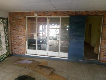 Neat and Spacious 3-bedroom Commercial Bungalow, Akinyemi, Ring Road, Ibadan, Oyo, Detached Bungalow for Rent