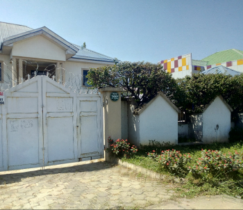 Strategically Located Semi Detached Duplex Comprises of 4 Bedroom, 2 Living Rooms and 2 Rooms Boys Quarters, Security and Generator, 3rd Avenue, Gwarinpa Estate, Gwarinpa, Abuja, Semi-detached Duplex for Sale