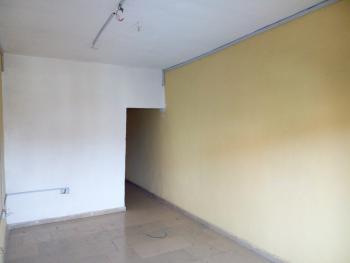 a Lovely Big Clean Mini Flat @ Adekunle By Alagomeji Yaba Lagos., Adekunle, Yaba, Lagos, Mini Flat for Rent