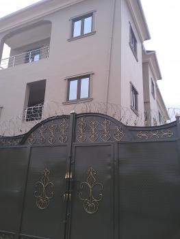 Fantastic 2 Bedroom En Suit, Off Bajulaiye Road, Fola Agoro, Yaba, Lagos, Flat for Rent
